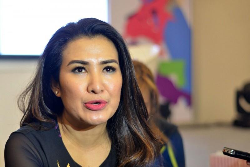Liza Natalia Tekuni Senam Zumba - Suara Purwokerto